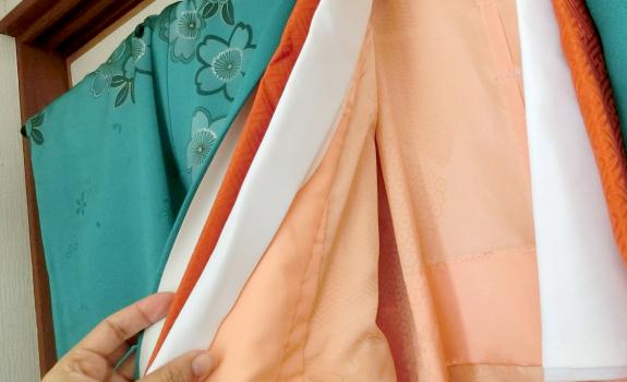 着物・和服をクリーニングしている写真